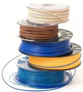 Mehrere Rollen von Plastik für den 3D-Druck